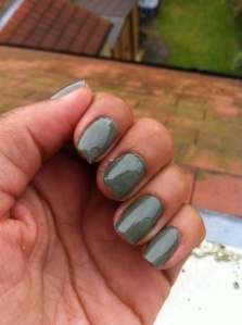 'Rive Gauche Green' nails by L'Oreal